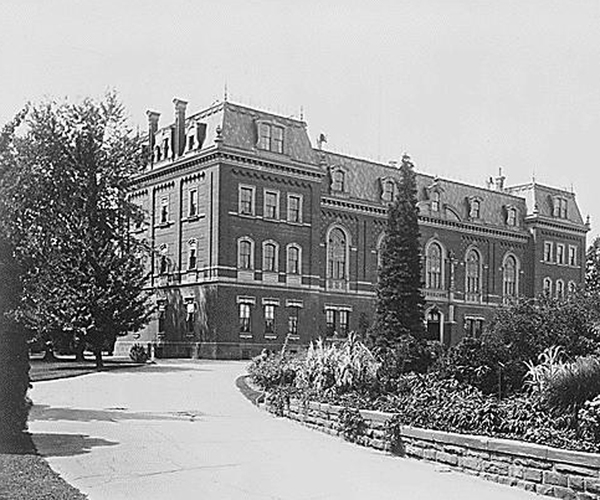 Main Building Dept of Ag Ntl Archives 1895.jpg